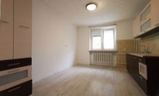 Tehlový 2 izbový byt v dobrej lokalite I. sídl., Komárno