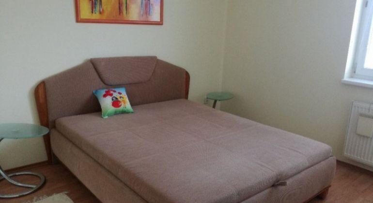 Prenájom 2,5 izbový byt Bratislava-Dúbravka, Nejedlého ulica