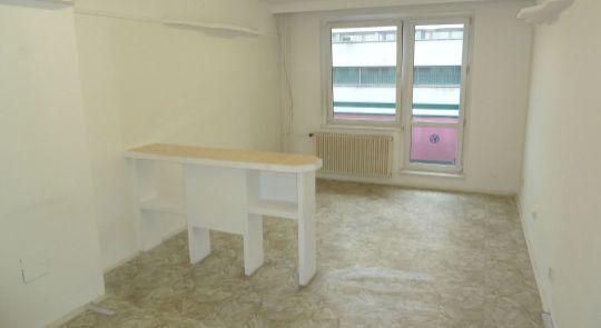 Na prenájom priestory v meste Lučenec vhodné na kadernícke, kozmetické, masážne služby...
