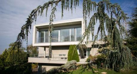 Predaj nadštandardného moderného rodinného domu - vily v Záhorskej bystrici tesne pod lesom