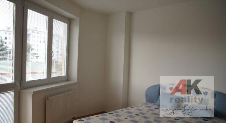 Prenájom 2 izbový byt Bratislava-Vrakuňa, Vážska ulica
