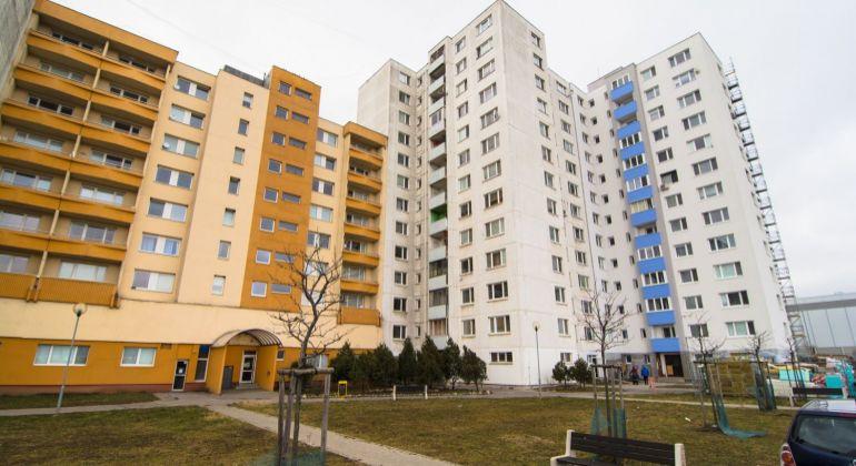 Slnečný zrekonštruovaný 3 izbový byt s parkovaním