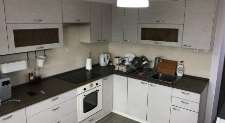 PRENÁJOM - 2 izbový byt s veľkou loggou, zariadením, parkovacím miestom v SOHO TOWER v Komárne