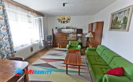 BÁNOVCE nad BEBR. – 3 – izb. byt v rodinnom dome / tichá časť mesta / pôvodný stav / 90 m2