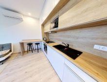 REZERVOVANÝ: Moderný 1 izbový byt v novostavbe ZIMÁK REZIDENCE, ulica Pri Starej prachárni, Nové Mesto. Kompletne zariadený byt s priestranným balkónom( 4.65 m2).