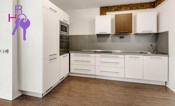 Ponúkame na prenájom veľkometražný 2 izbový byt na Tupého ul.