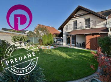 PREDANÉ - 4i dom, 124 m2 – MOST PRI BA:  tehla, 2x kúpeľňa, upravená záhrada, MODERNÝ DOM ZA CENU BYTU