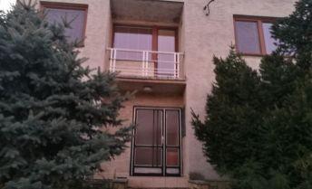 Dvojgeneračný 6 izbový dom v Sokolovciach.