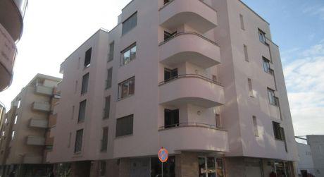 Na prenájom kancelária - 1 izbový byt + garážové státie 44m2, Piešťany - centrum, Nálepková ulica