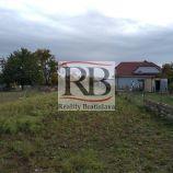 Na predaj čistý, rovinatý stavebný pozemok v tichej lokalite starej časti obce Veľký Biel