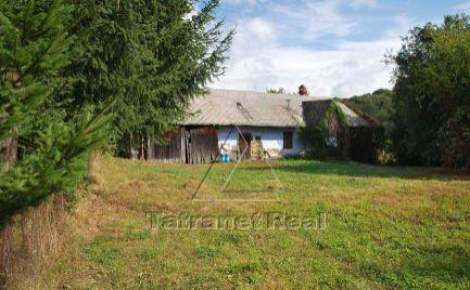 V Čabinách na predaj veľký pozemok so starým domom