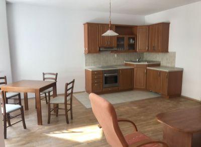 PREDAJ 2 izbový byt 74 m2 v centre Bratislavy s dvoma garážovými státiami, ul. Žilinská