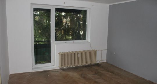 Priestranný 2-izbový byt s balkónom, A. Jiráska Lučenec