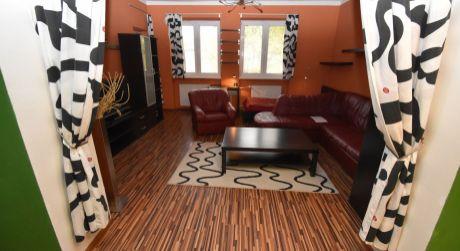 Na predaj veľký zariadený 1 izbový byt s lodžiou, 38 m2, Dlhé Hony