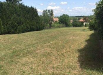 STAVEBNÝ POZEMOK 1633 m2 Budmerice - IS na hranici pozemku