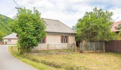 Pozemok (1411 m2) so starším domom Slovinky