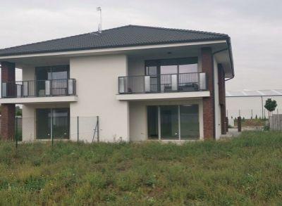 Výborný prízemný 3-izbový byt zhotovený na kľúč s kuchynskou linkou a záhradou na pozemku 430m2
