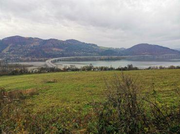 Na predaj rekreačný pozemok v Považskom Chlmci 1377 m2 - 19000 €.