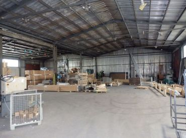 Výrobné a  skladové priestory s výborným prístupom, 2266 m2