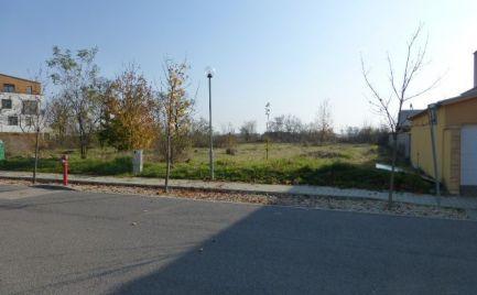 Stavebný pozemok pre občiansku vybavenosť v lokalite Suché miesto na Čiernej vode.