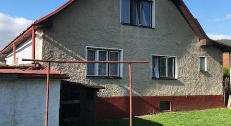 Ponúkame na predaj dvojpodlažný rodinný dom v obci Nesluša