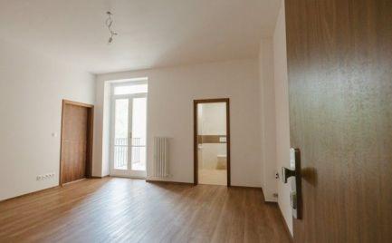 Na predaj úplne nový, klimatizovaný 2i byt s lodžiou a dvojročnou zárukou v Starom meste.
