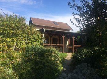 Obývateľná chatka so záhradou v Ružinove