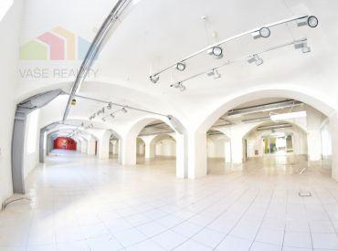 Na prenájom obchodný priestor 1.156 m2, Cintorínska ul. BA – Staré Mesto, výborná cena