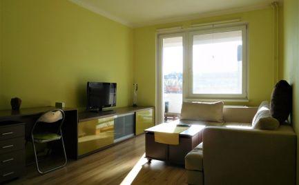 Prenájom – slnečný 2 izbový zariadený byt s loggiou a balkónom