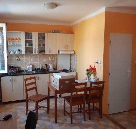 StarBrokers -REZERVOVANÉ. Exkluzívny predaj 1 izbového bytu na ulici Kašmírska v Ružinove.