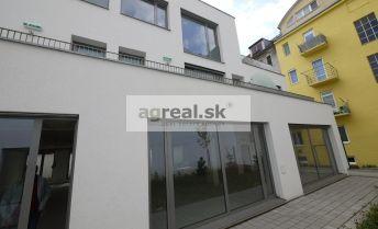 Priestory 382 m2 s terasou / záhradou o výmere 188 m2 centrum BA - Strážnická ulica
