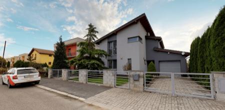 Krásny a veľký rodinný dom z kvalitných materiálov KOSTOLNÁ-ZÁRIEČIE