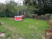 Predaj - pozemok s celoročne obývateľnou chatou - Bernolákovo časť Sacky