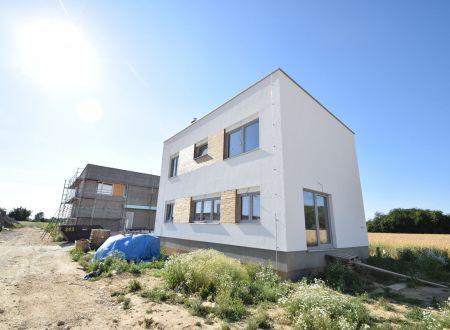 Nový 5 izbový rodinný dom P6-A2-H / Sokolovce