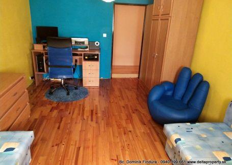 DELTA - Priestranný 4-izbový byt s balkónom a vl.kúrením na predaj Hranovnica