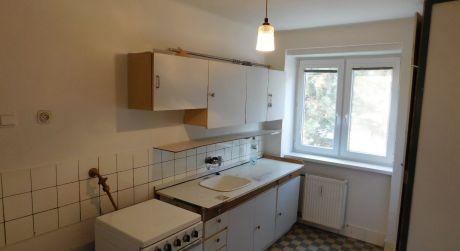 PREDAJ - čiastočne prerobený 2 izbový tehlový byt na Budovateľskej ul. v Komárne DOHODA ISTÁ!