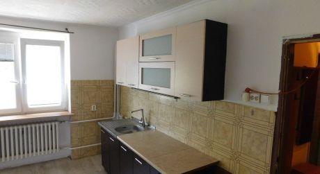 Predaj - prerobený 2 izbový tehlový byt s balkónom, s vlastným kúrením na E.B.Lukáča v Komárne