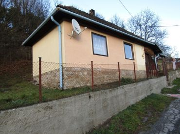 NA PREDAJ šikovný domček v obci Podbrezová, časť Lopej