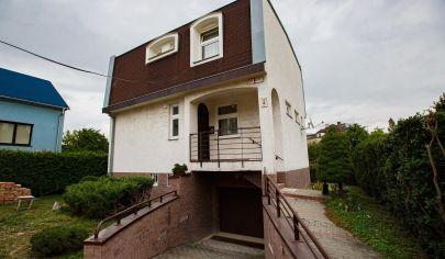 EXKLUZÍVNE na predaj starší RD, výborná lokalita, vhodný aj na podnikanie, Bratislava, ul. Pri Bielom kríži