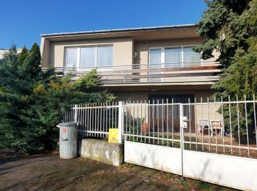 ** Na predaj murovaný 2-podlažný rodinný dom 220 m2 skolaudovaný v r. 1981 - obec Čachtice **