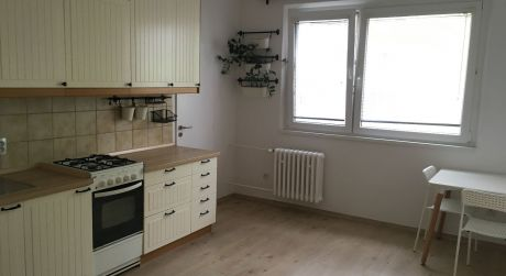 Predaj 1,5 izbového bytu (2-garsónky) na ulici Medveďovej na začiatku Petržalky