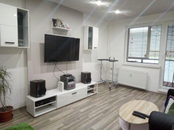 Luxusný 2.izbový byt moderne kompletne zrekonštruovaný na Stráňanoch