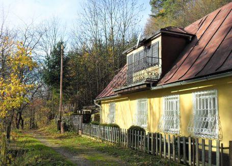 Chalupa 5-izbová s pozemkom 970 m2 Kremnica predaj