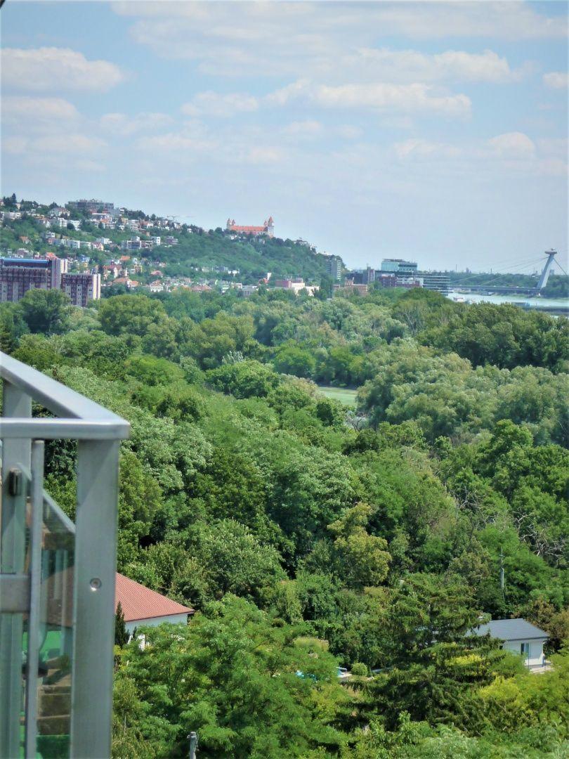 Iný-Predaj-Bratislava - mestská časť Karlova Ves-640000.00 €