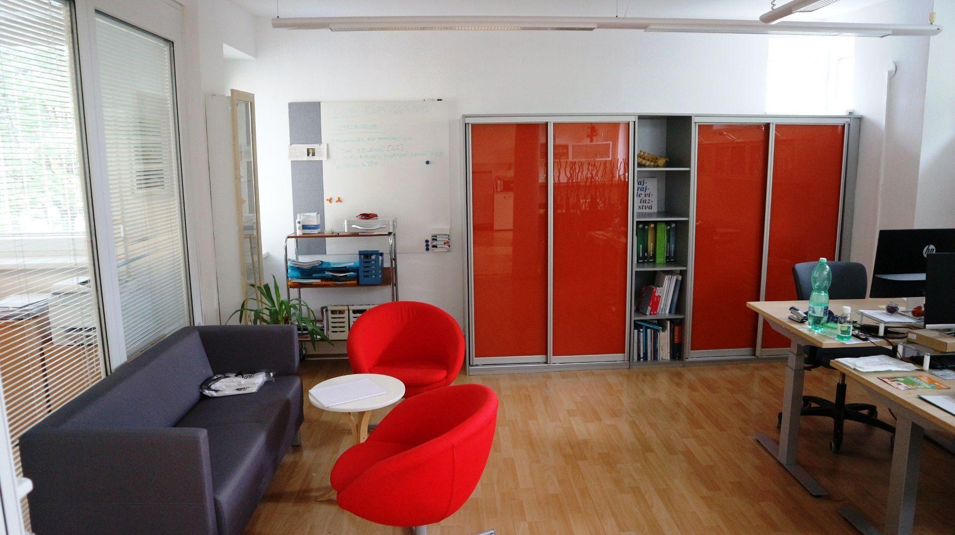 Administratívny objekt-Predaj-Bratislava - mestská časť Staré Mesto-660000.00 €