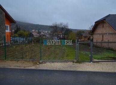 MAXFIN REAL - Oplotený pozemok v centre Štitár