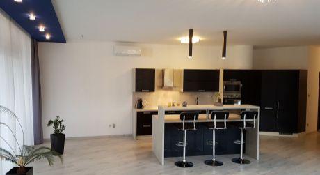 Ponúkame na prenájom KANCELÁRIU , alebo služobný byt v centre mesta Nové Zámky