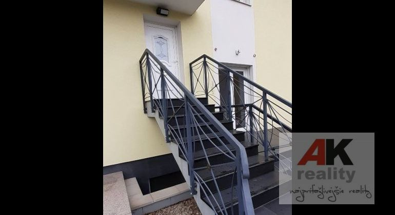 Prenájom 3 izbový byt Bratislava-Staré Mesto, Horský Park.