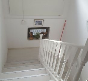 Starbrokers - PRENAJOM - 2 -izbový byt v rodinnom  dome so záhradou 65 m2 na 545 m2 v obci Berg , NO - Rakúsko.