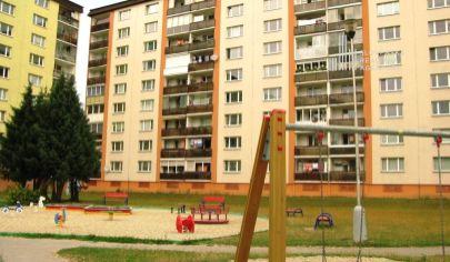 PREDANÉ: slnečný 3 izbový byt, 2./8 podlažie, výťah, loggia, VEĽKÁ PIVNICA, Martin – Košúty 2